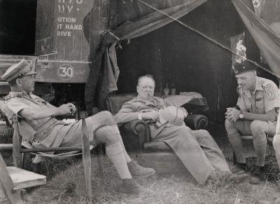 Черчилль (с генералами Александером и Андерсом) в августе 1944 года в Италии